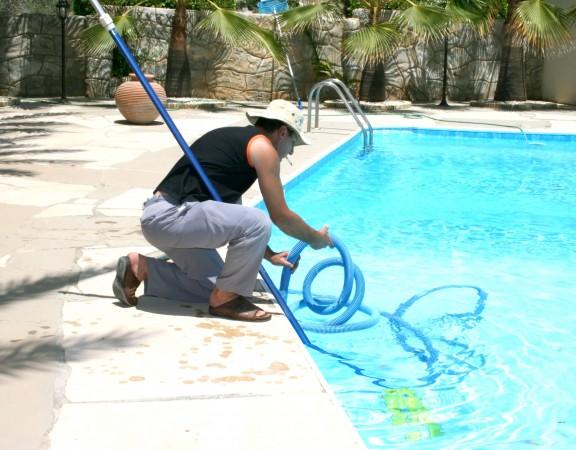 Sprzęty z działu techniki basenowej pozwalają na utrzymanie basenu w czystości